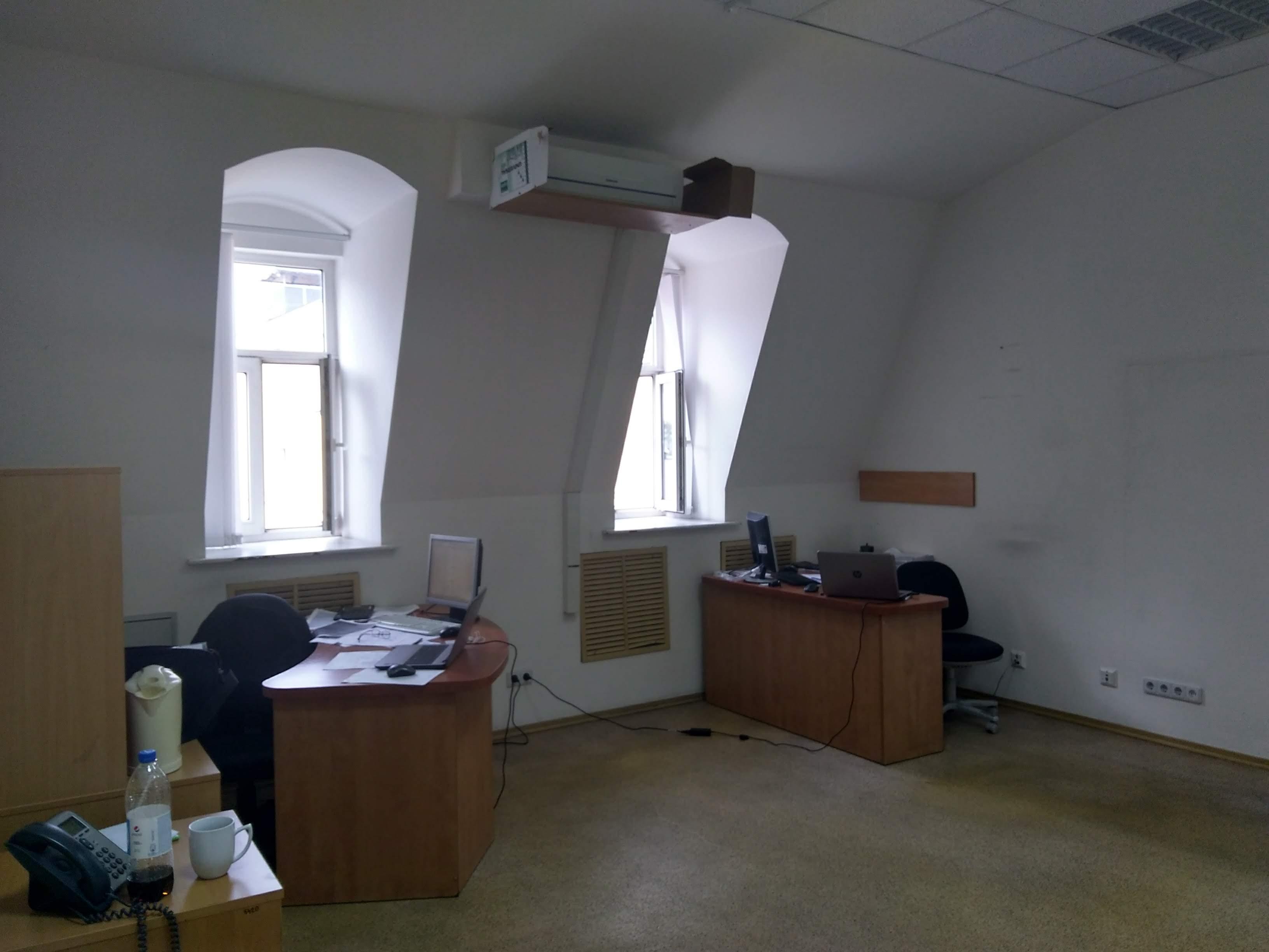 Частина нежитлового приміщення загальною площею 29,6 кв. м. на 4-му поверсі будівлі, що розташована за адресою: м. Київ, вул. Хорива, буд. 11-А.